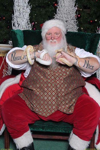 Babbo Natale con tatuaggi